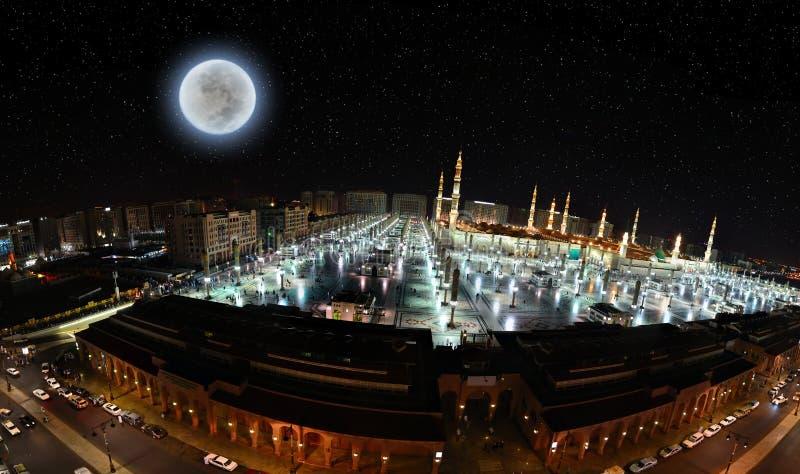 A mesquita do profeta em Medina e na rua próxima foto de stock royalty free