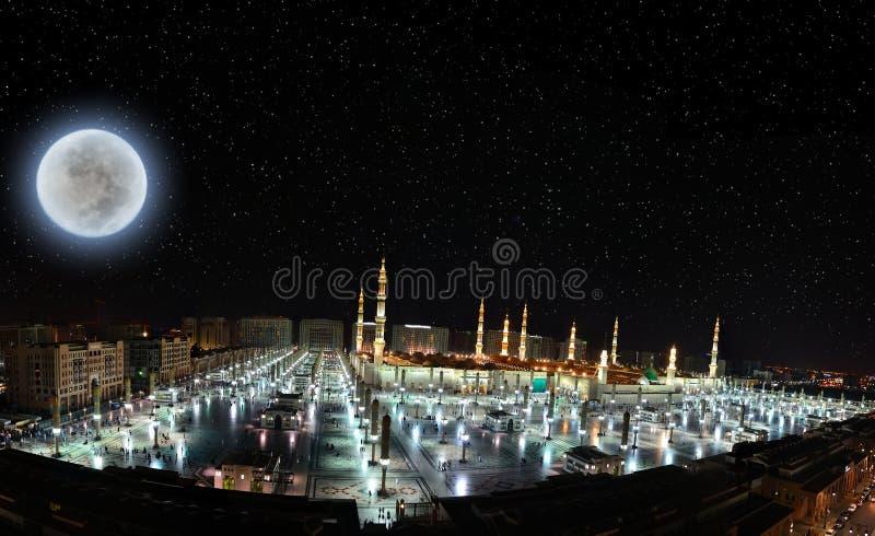 Mesquita do profeta em Medina na noite foto de stock