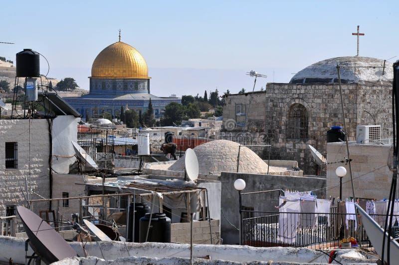 A mesquita dourada da abóbada na cidade velha de Jerusalem fotografia de stock