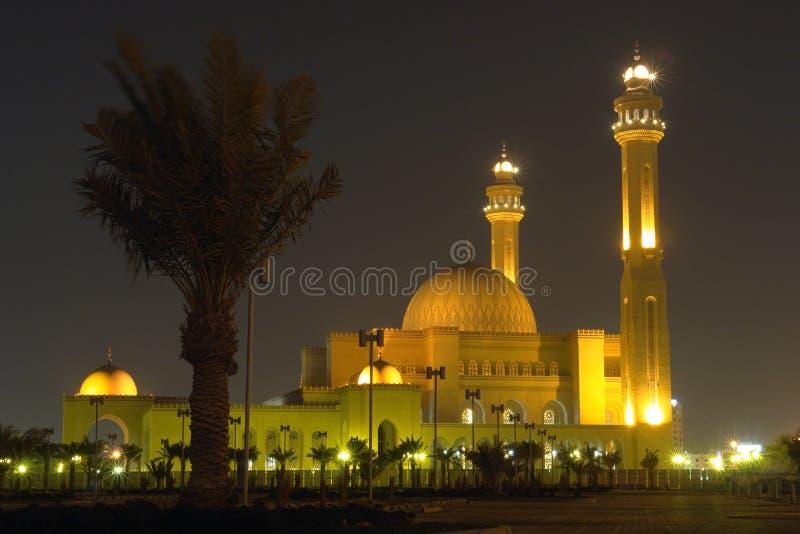 Mesquita grande do al-Fateh em Barém - cena da noite fotos de stock royalty free