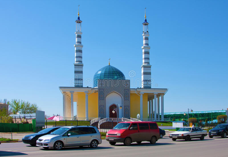 Mesquita na cidade de Uralsk, Cazaquistão imagem de stock