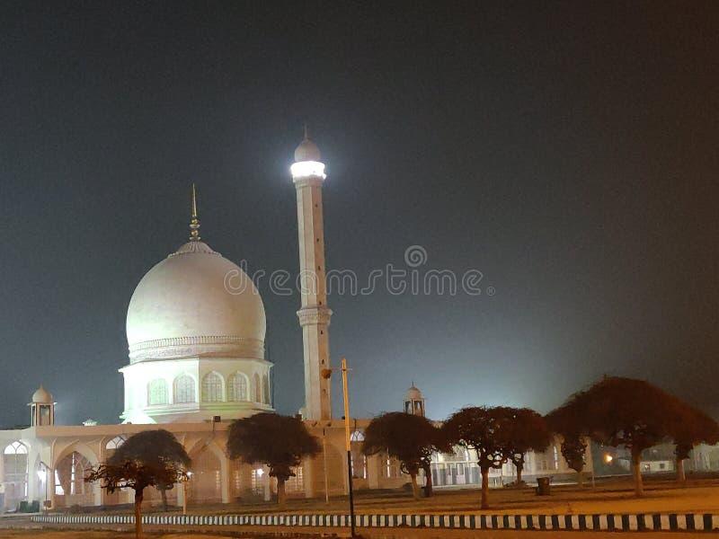 Mesquita na noite, srinagar do Bal de Hazrat fotografia de stock royalty free