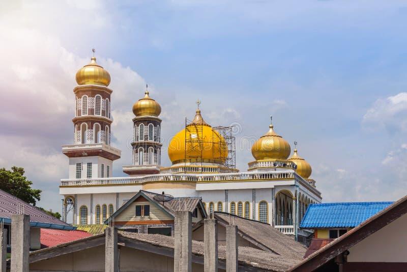 Mesquita na vila do panyee do koh que flutua na baía Tailândia de Phang Nga fotografia de stock royalty free