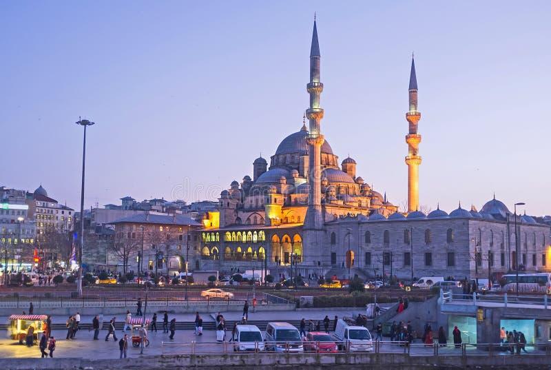 A mesquita nova na noite fotografia de stock royalty free