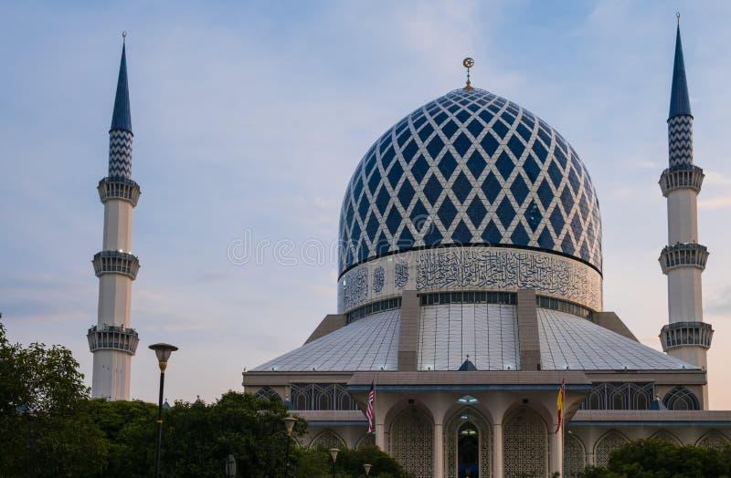 Mesquita Shah Alam Dome Blue Mesquita fotos de stock