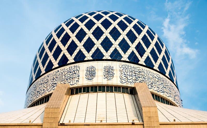 Mesquita Shah Alam Dome Blue Mesquita imagens de stock royalty free