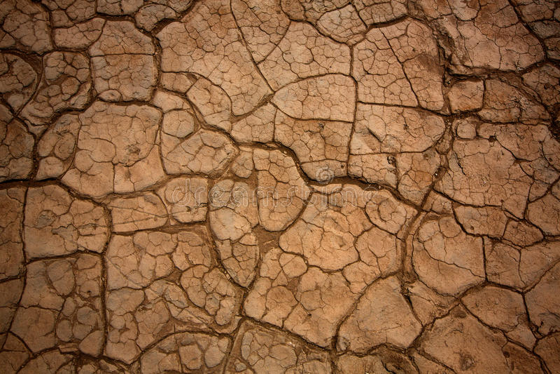 Mesquitedyn torkade leradetaljen i Death Valley arkivbilder