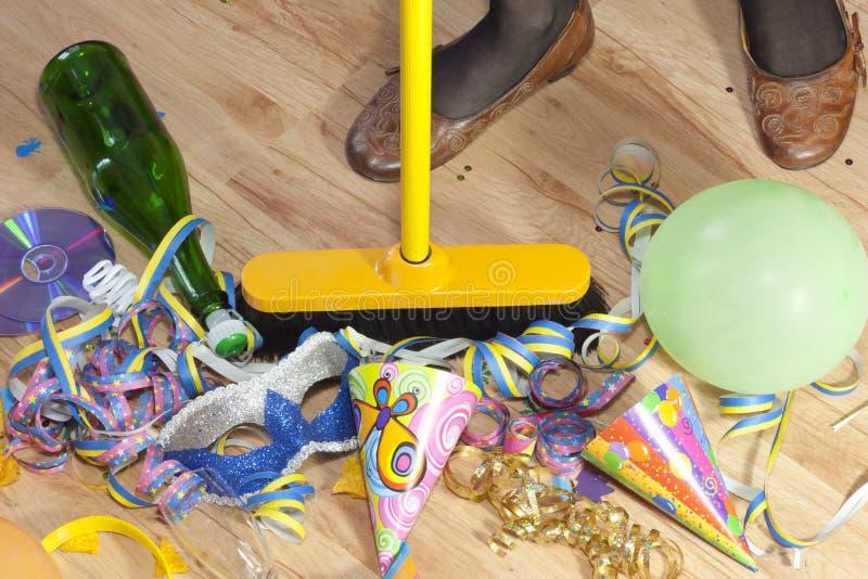 Mess de limpeza após o partido imagens de stock royalty free