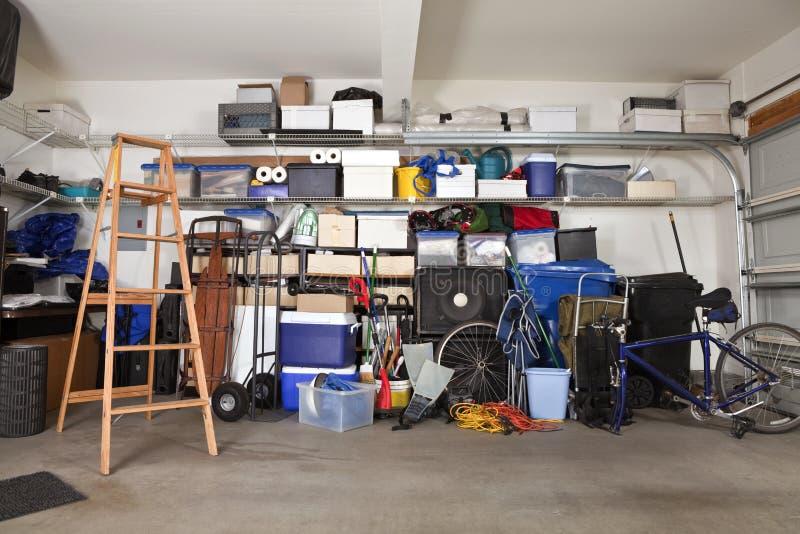 Mess del garage fotografie stock