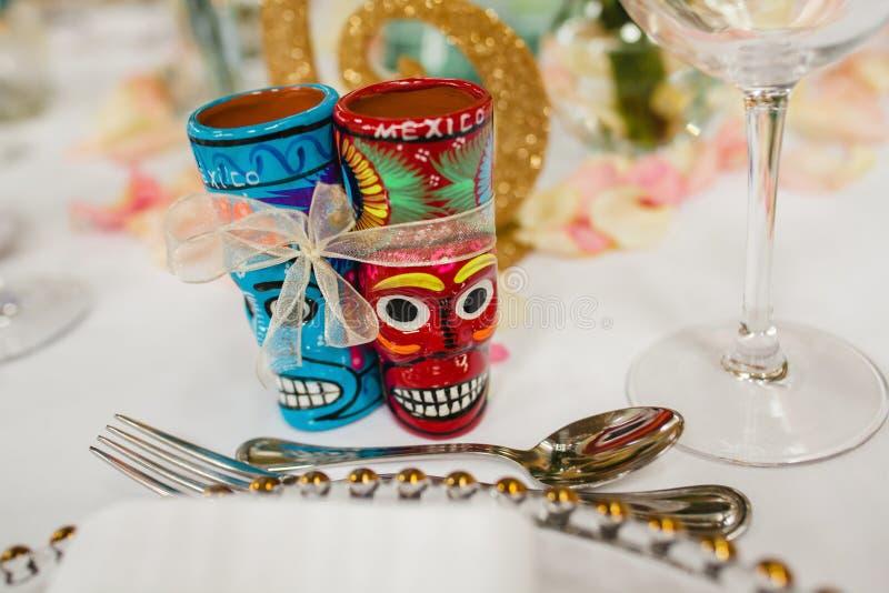 Messa a punto della Tabella e tavola messicana dell'ospite di nozze dei colpi, tequila della disposizione di ricezione immagini stock libere da diritti