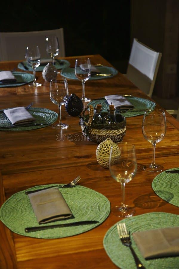 Messa a punto della tavola di cena immagine stock