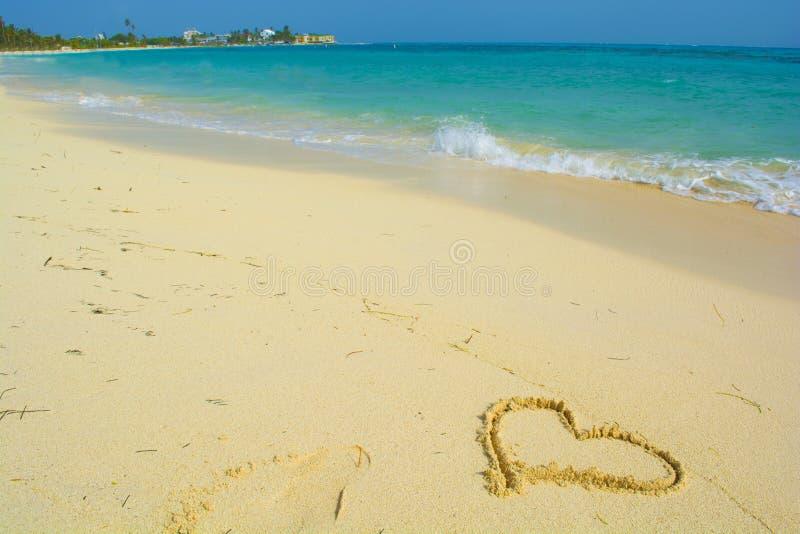 Message d'amour sur un sable photographie stock