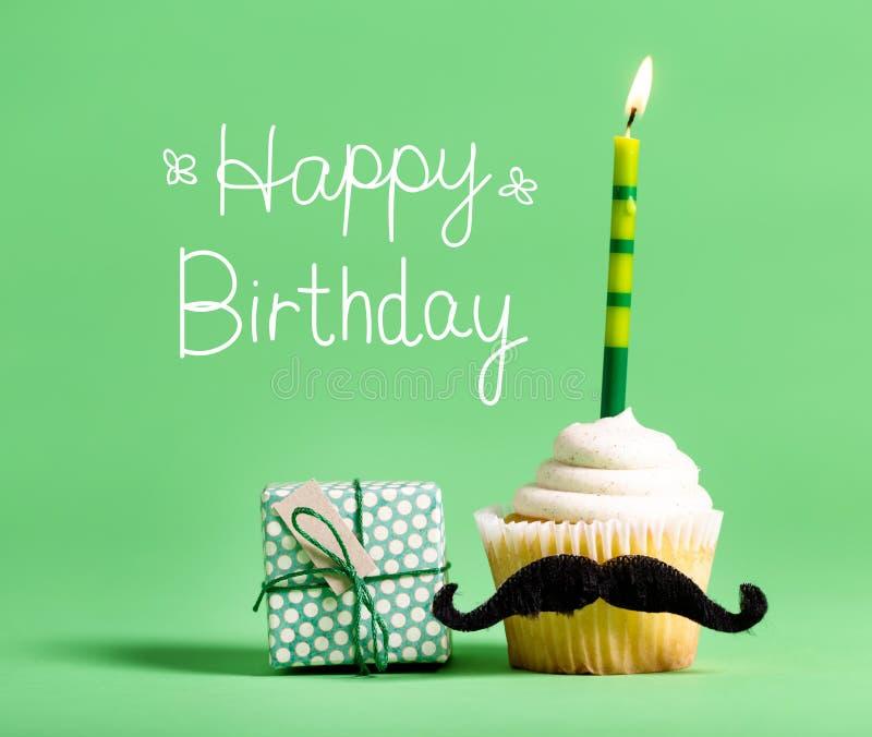 Message d'anniversaire avec le petit gâteau photographie stock libre de droits