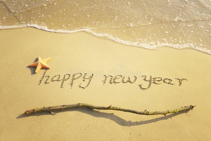 Message de bonne année sur le sable photos stock