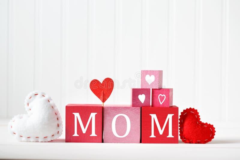 Message de jour de mères avec les blocs en bois photos libres de droits