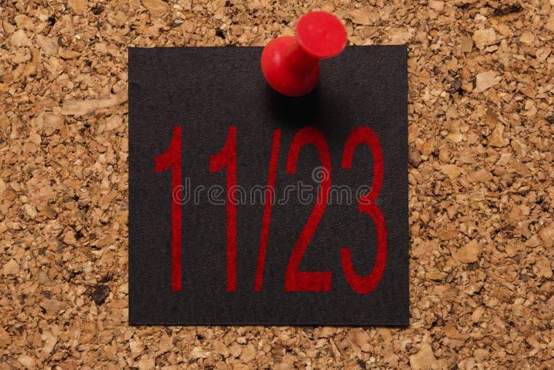 Message mural Rappel de Black Friday Thumbtack rouge images libres de droits