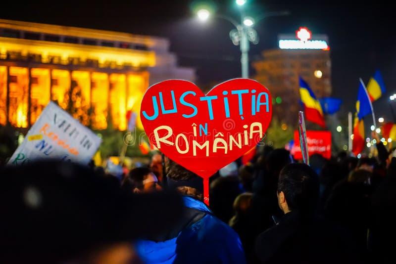 Message roumain de ` de justice de ` de protestataire, Bucarest, Roumanie photographie stock libre de droits