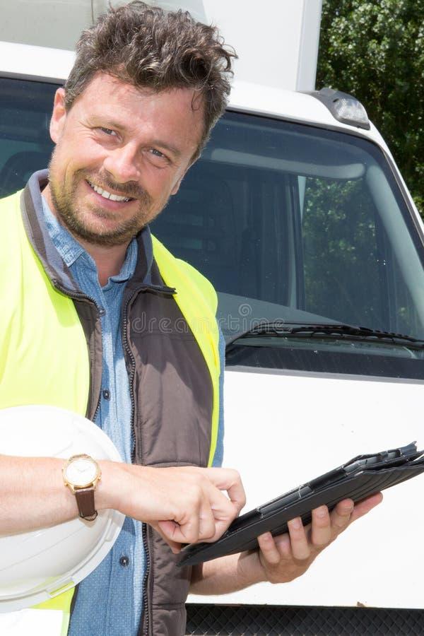 Messager With Digital Tablet fournissant le paquet photo libre de droits
