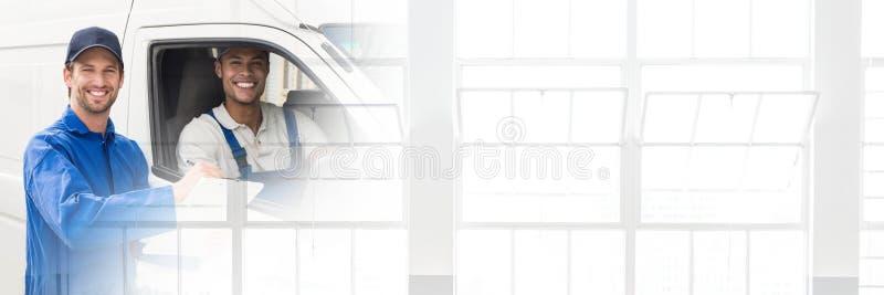 Messagers de la livraison dans le fourgon avec l'effet de transition images libres de droits