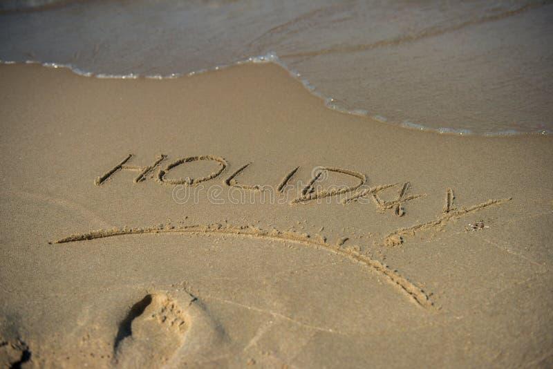 Messaggio di festa sulla sabbia immagini stock libere da diritti