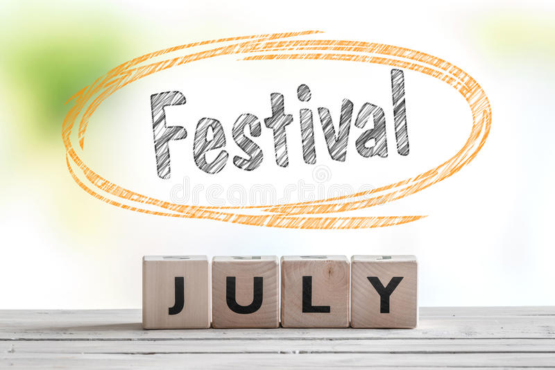 Messaggio di festival di luglio su una fase fotografie stock libere da diritti