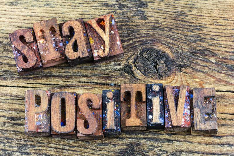 Messaggio positivo dello scritto tipografico di soggiorno immagini stock