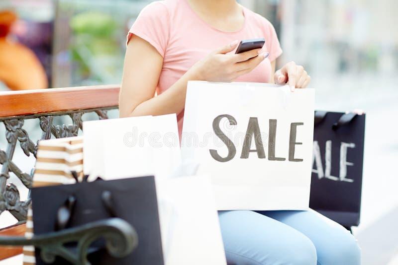 Messaging, når att ha shoppat royaltyfri foto