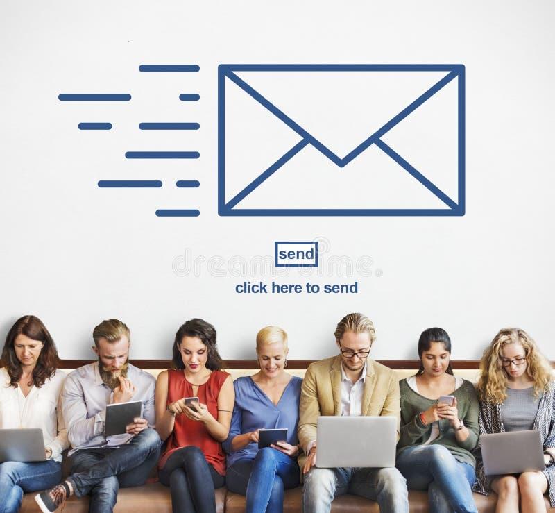 Messagingemailen överför kuvertkommunikationsbegrepp royaltyfri fotografi