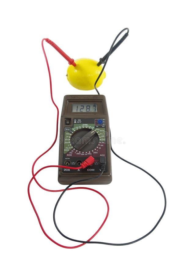 Messen der elektrischen Spannkraft stockbilder