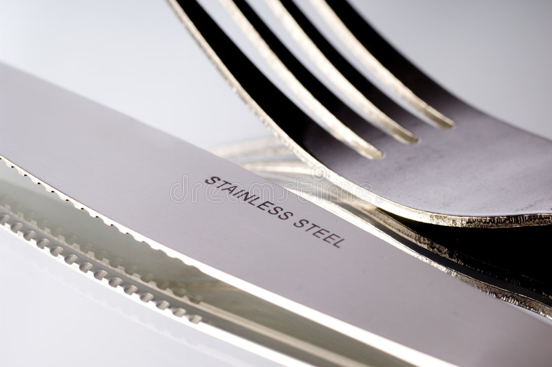 Messer und Gabel auf Weiß stockbilder
