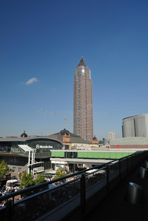 MesseTurm - âTrade Towerâ giusto a Francoforte   fotografie stock libere da diritti