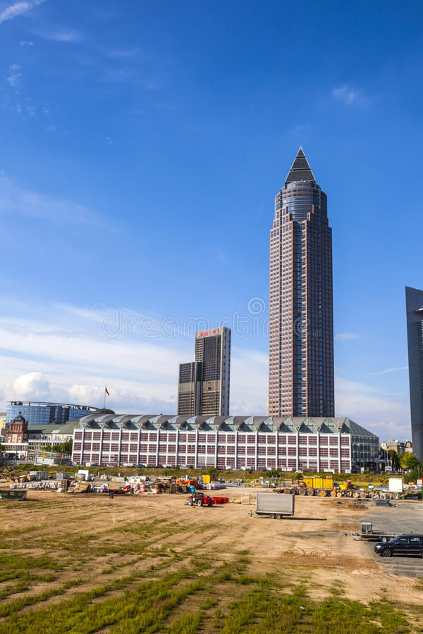Messeturm - δίκαιος πύργος της Φρανκφούρτης στοκ εικόνες