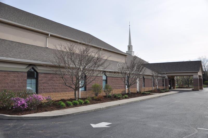 Messiah Lutherankyrka och förträning på Eagle Creek royaltyfria foton