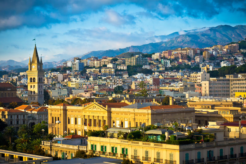 Messina gammal stad, Sicilien, Italien fotografering för bildbyråer