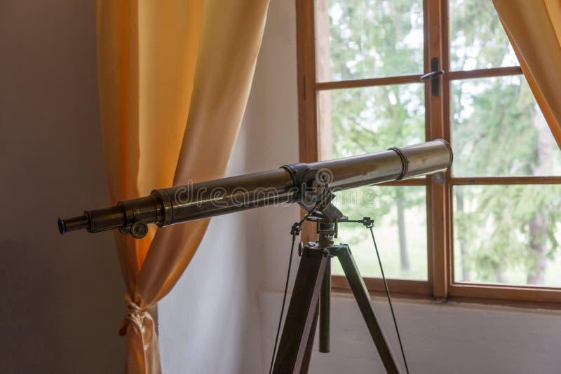 Messings antieke optische telescoop royalty-vrije stock afbeelding