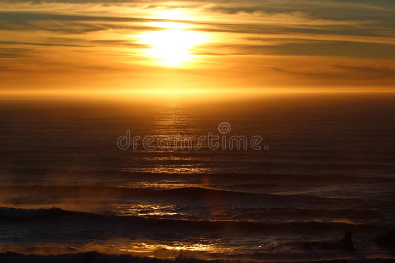 Mest fantastisk solnedgång som fångas någonsin på kamera arkivbilder