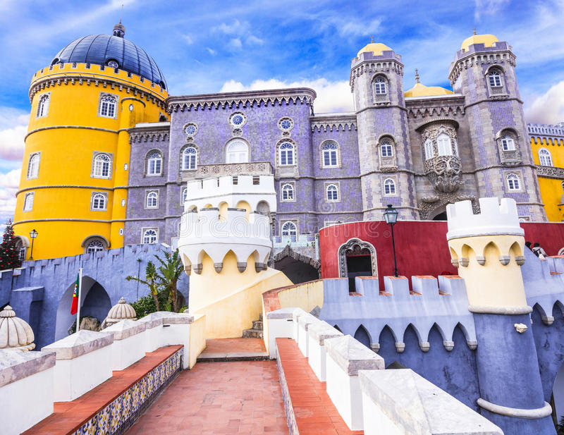 Mest härlig slottar av Europa - Pena i Sintra royaltyfria foton
