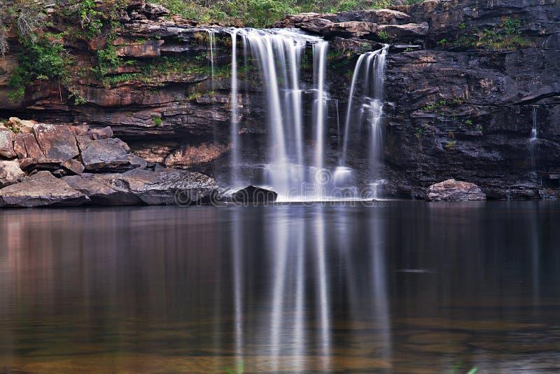 Mest h?rlig vattenfall i v?rlden En absolut fröjd royaltyfria foton