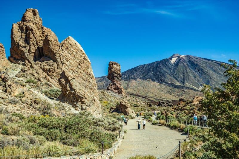 Mest igenkännlig sikt av monteringen Teide på Tenerife Det härliga landskapet i nationalparken på Tenerife med det berömt vaggar, royaltyfri foto