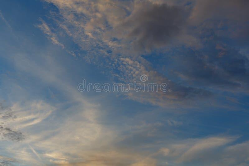 mestadels molnigt cyclone Väderprognos royaltyfria foton