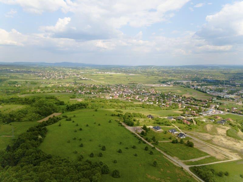 mestain的全景在Jaslo附近镇的在从鸟` s眼睛视图的波兰 风景和解决航拍  免版税库存照片