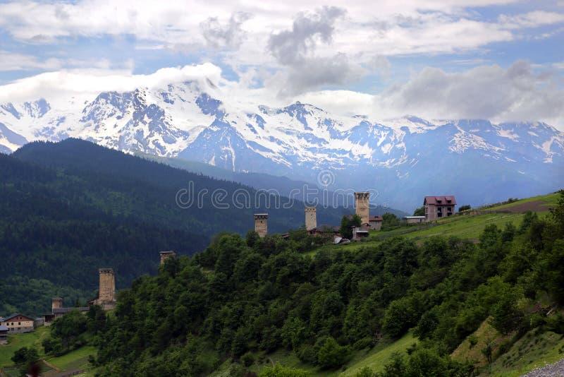 Mestia村庄的塔的看法  库存照片