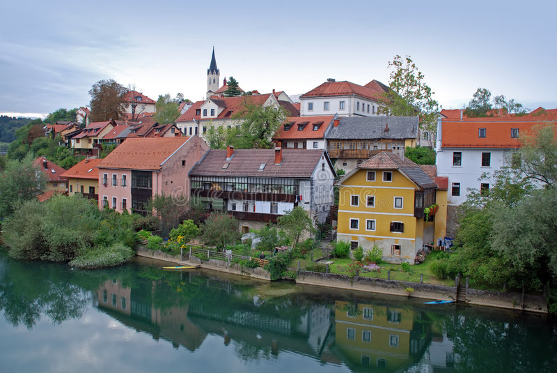 mesto novo brzeg rzeki sloveni zdjęcie stock