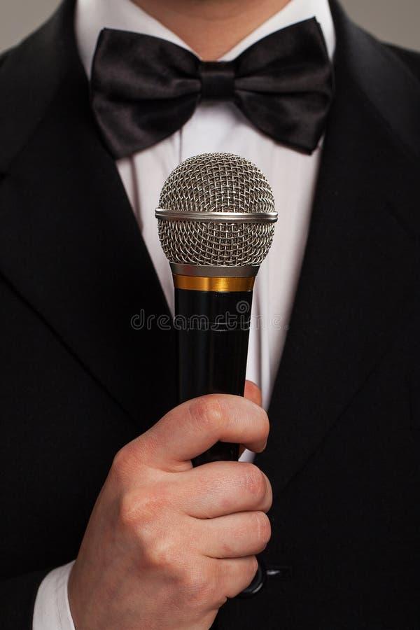 Mestre de cerimônias com microfone imagens de stock