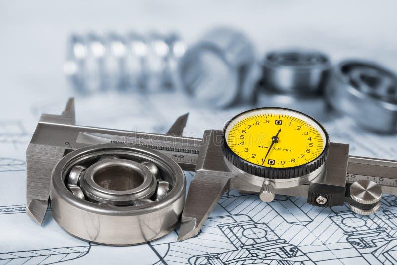 Mesure de diamètre roulement à billes Calibre de précision sur le dessin technique image stock