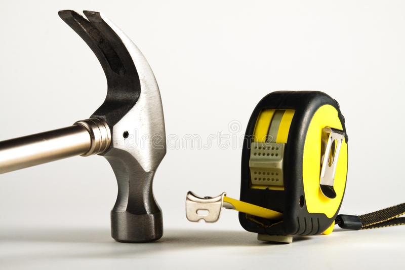 Mesure de marteau et de bande. photo libre de droits