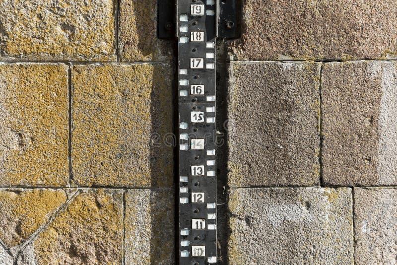 Mesure de mesure de niveau d'eau photos stock