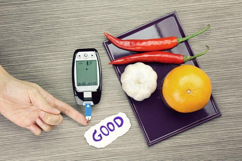 Mesure de sucre de sang, kit diabétique, essai de mètre de glucose sanguin photos stock