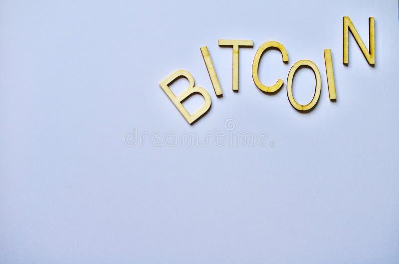 Mesurez les pièces de monnaie 2018 de devise de bitcoin 2019 blancs de fond photos stock