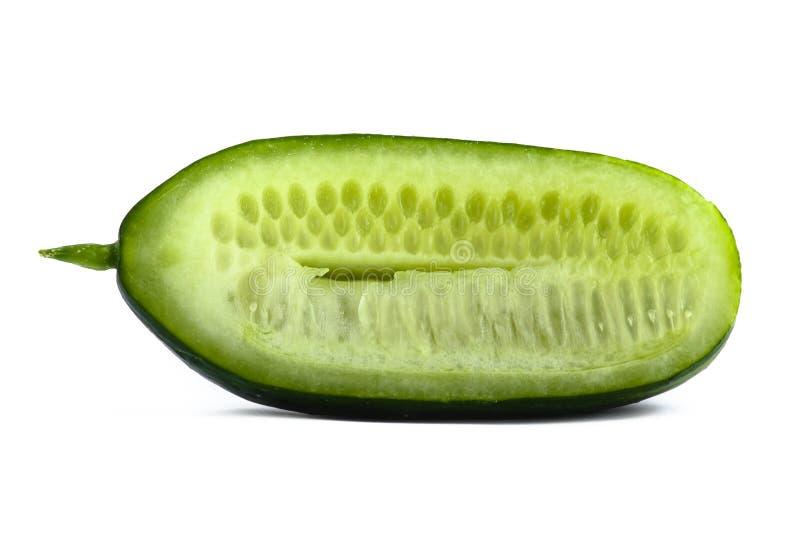 Metà del cetriolo su bianco fotografia stock